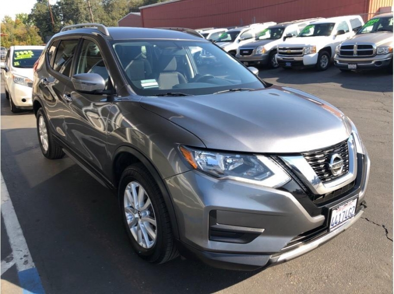 Nissan Rogue 2017 price $12,995