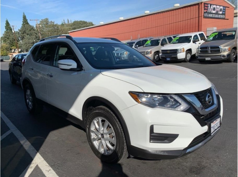 Nissan Rogue 2017 price $13,995