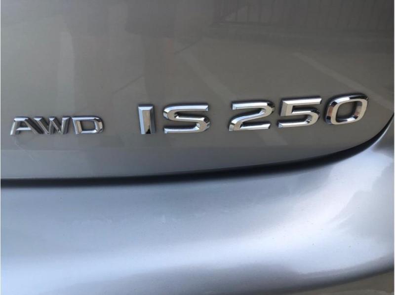 Lexus IS 2006 price $9,995