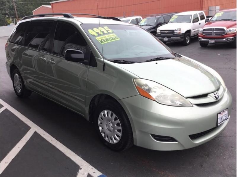 Toyota Sienna 2007 price $4,995