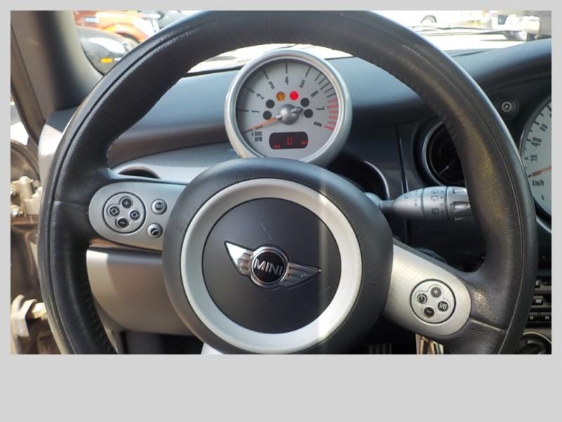 Mini Cooper Hardtop 2005 price $6,898