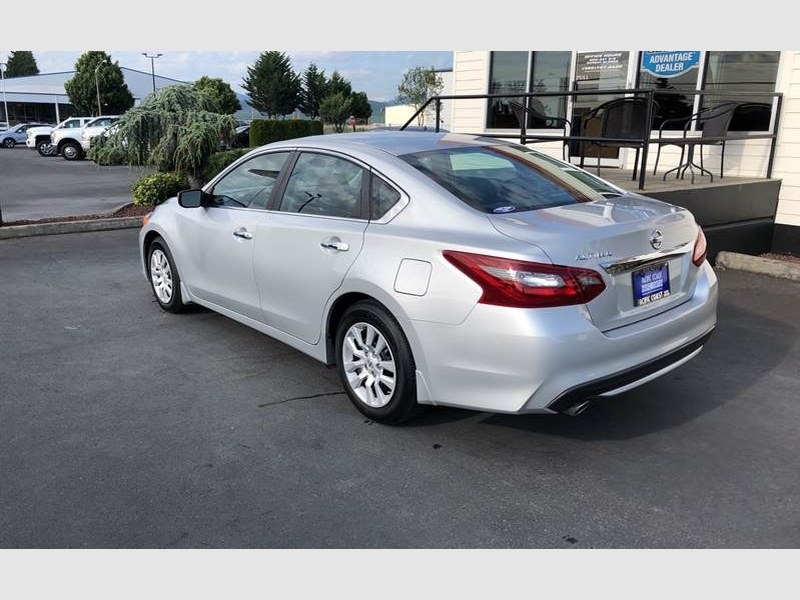 Nissan Altima 2018 price $15,215
