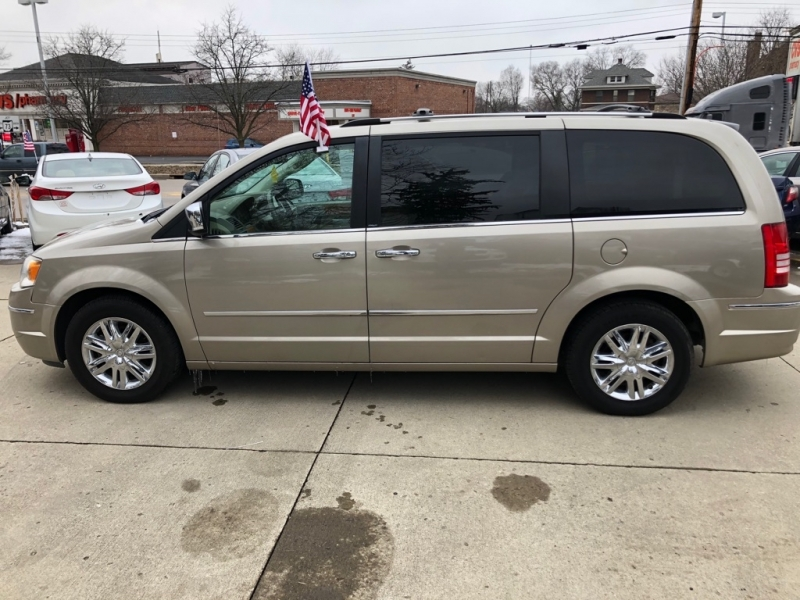CHRYSLER TOWN & COUNTRY 2008 price $4,750