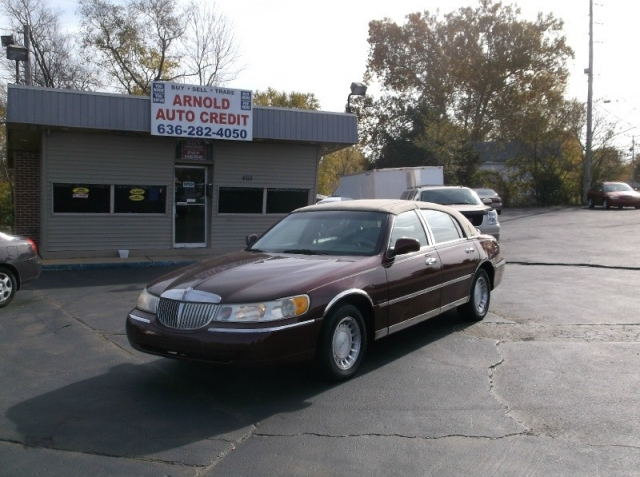 2001 Lincoln Town Car @ $1000 DOWN