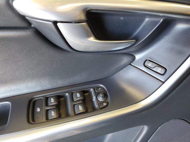 Volvo XC60 2016 price $24,602