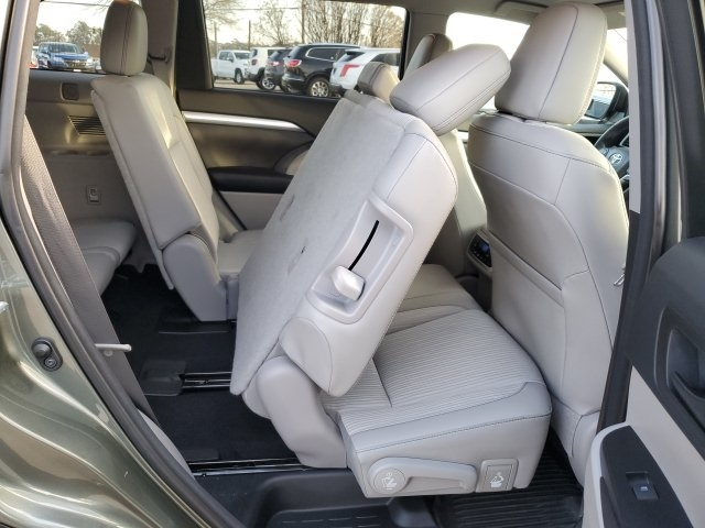 Toyota Highlander 2016 price $25,601
