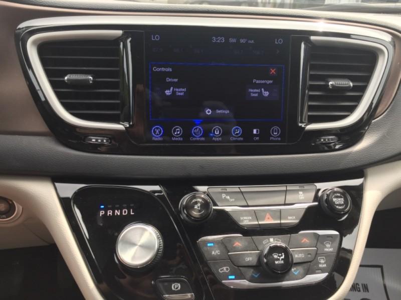 Chrysler Pacifica 2017 price $24,797