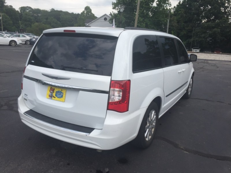 Chrysler Town & Country 2016 price $15,412