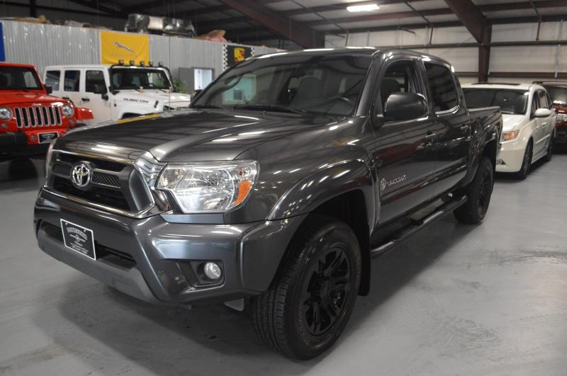 Toyota Tacoma 2015 price $18,995