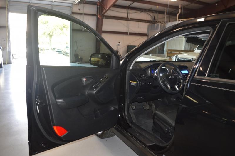 Hyundai Tucson 2015 price $9,995