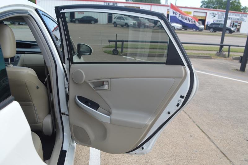 Toyota Prius 2012 price $9,995