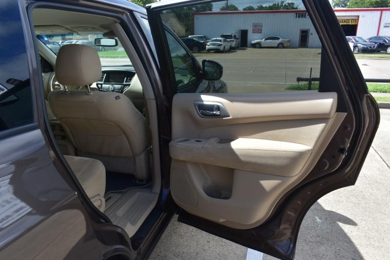 Nissan Pathfinder 2015 price $13,995