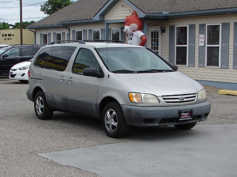 Toyota Sienna 2002 price $2,800