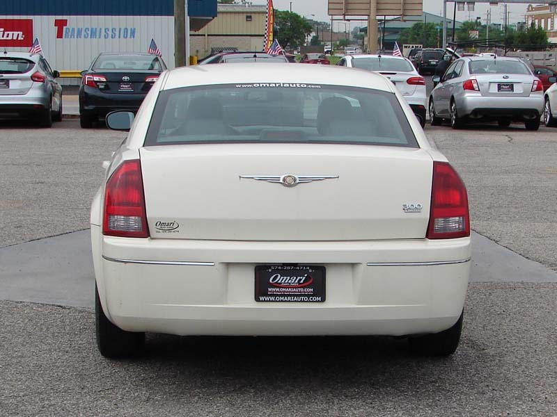 Chrysler 300-Series 2005 price $4,300