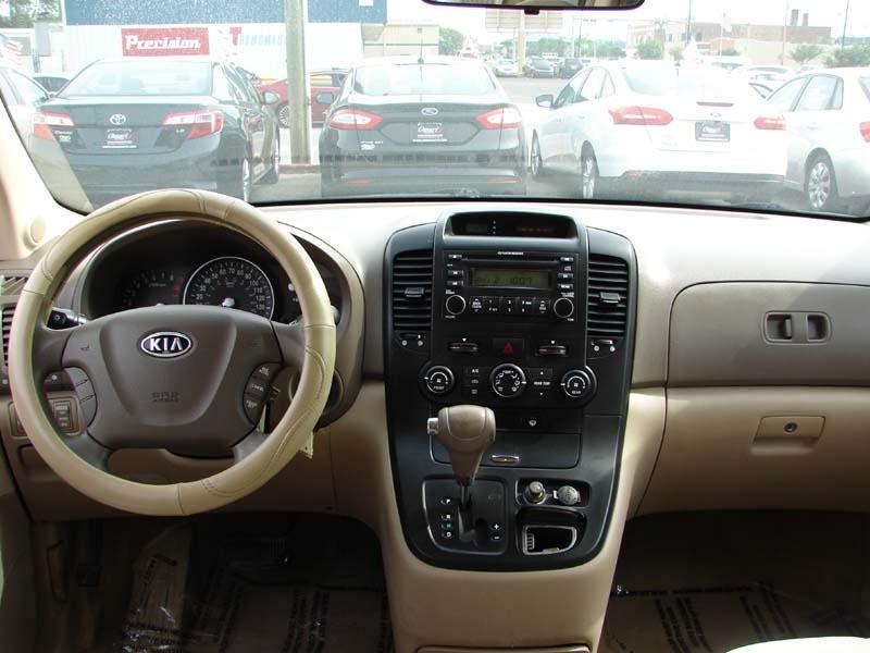 Kia Sedona 2006 price $2,900