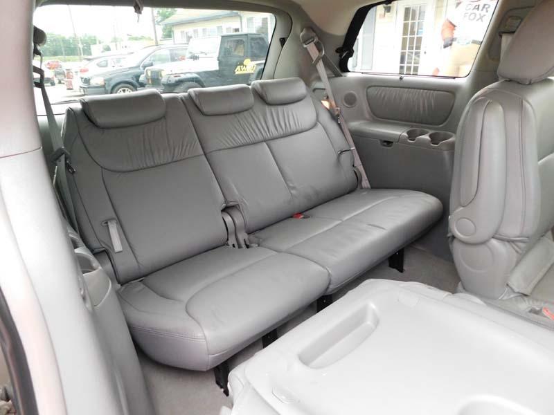 Toyota Sienna 2004 price $6,400