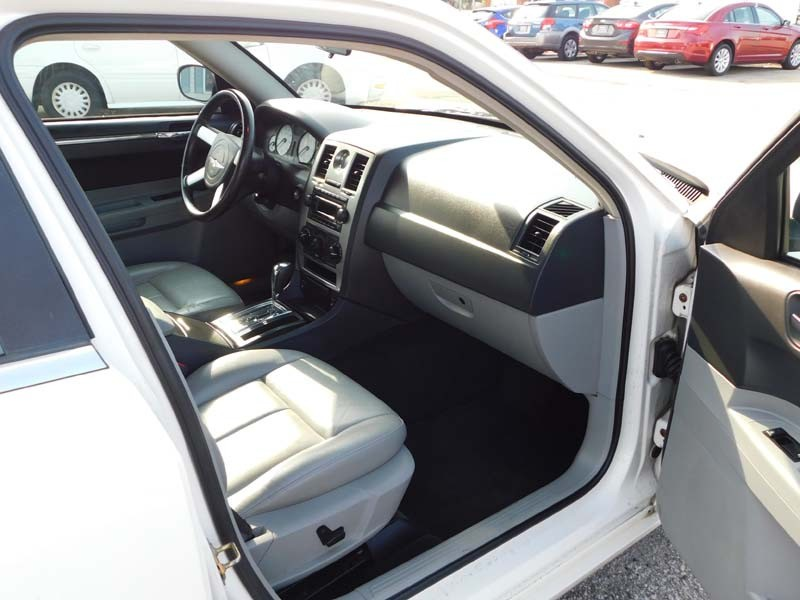 Chrysler 300-Series 2006 price $5,400