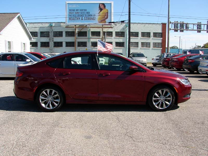 Chrysler 200 2015 price $11,900