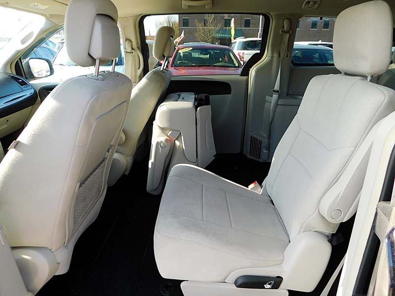Chrysler Town & Country 2011 price $10,800