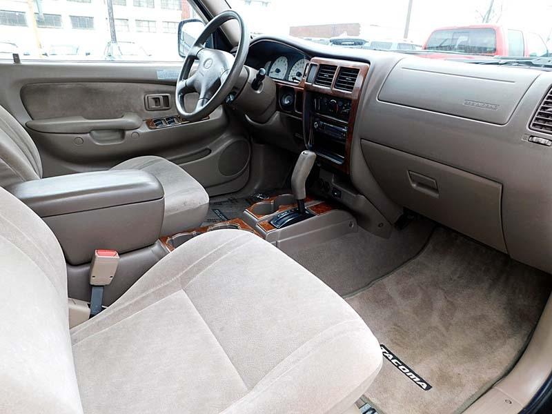 Toyota Tacoma 2001 price $7,600