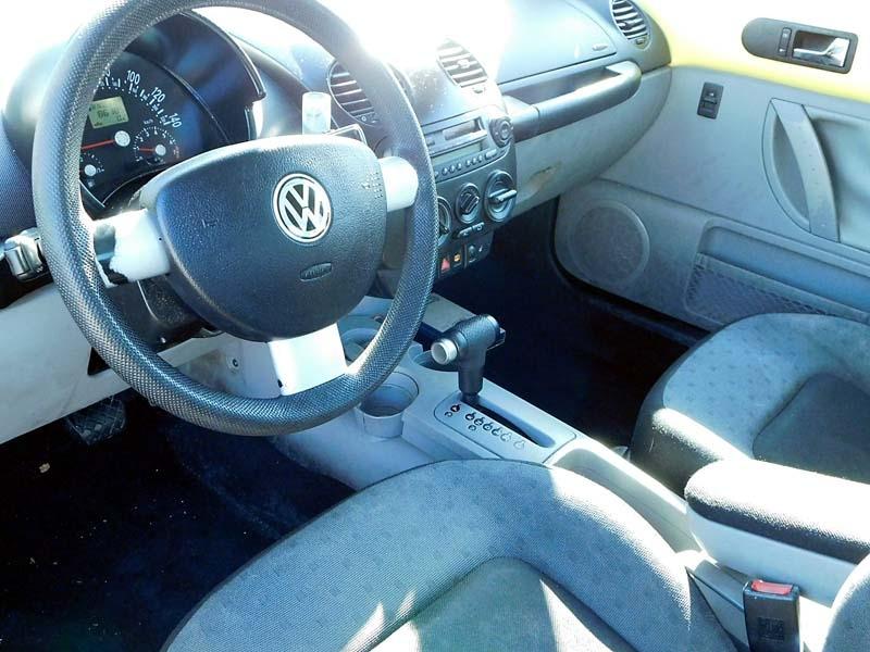 Volkswagen New Beetle 2000 price $2,400