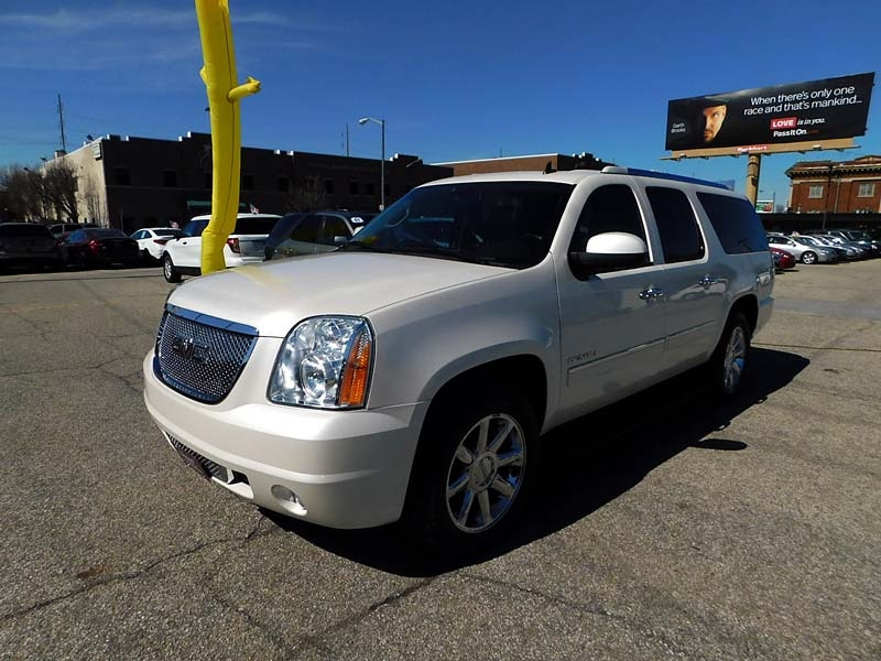 GMC Yukon XL 2011 price $16,800