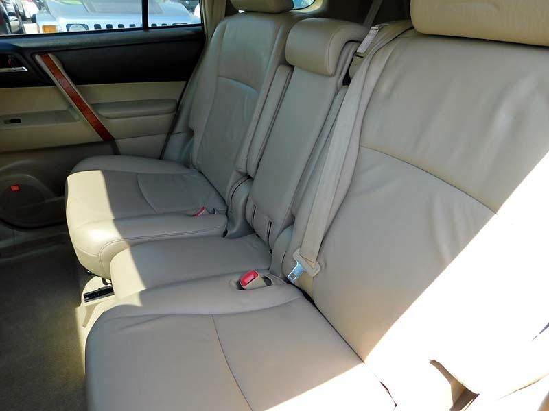 Toyota Highlander 2009 price $13,700