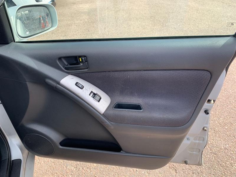 Pontiac Vibe 2005 price $1,795