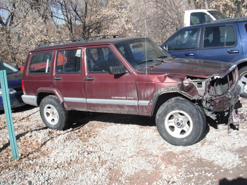 Jeep Cherokee 2000 price $750