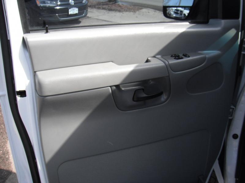 Ford E-Series Wagon 2003 price $12,900