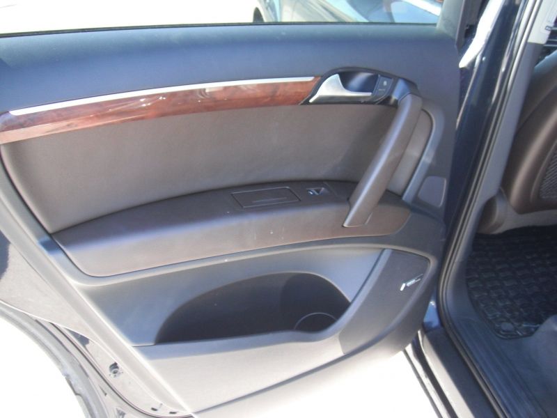 Audi Q7 2012 price $15,900