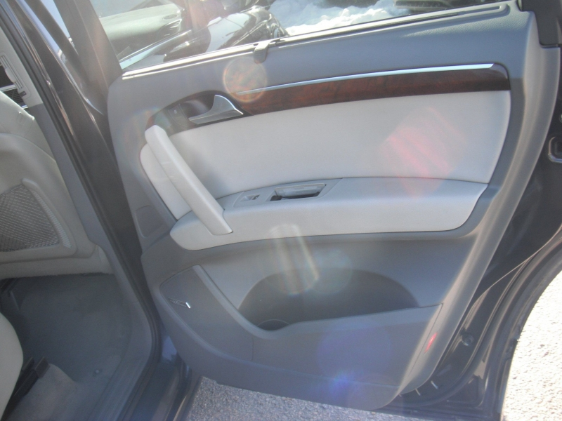 Audi Q7 2012 price $21,900