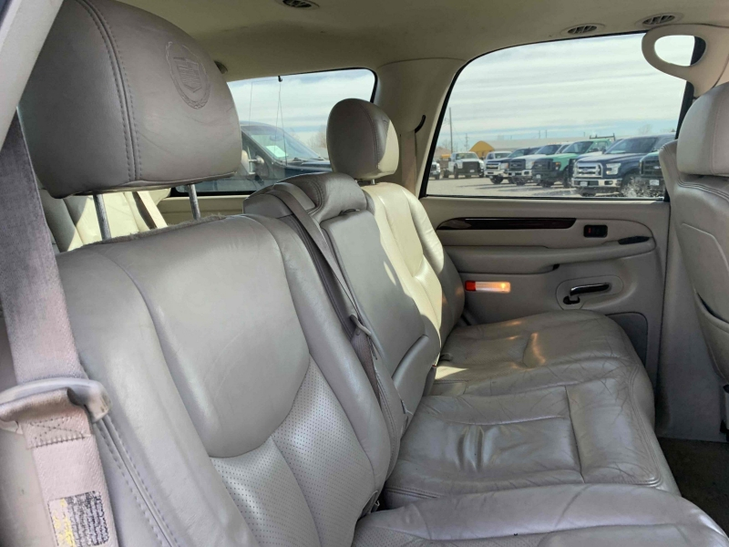 Cadillac Escalade 2003 price $7,195