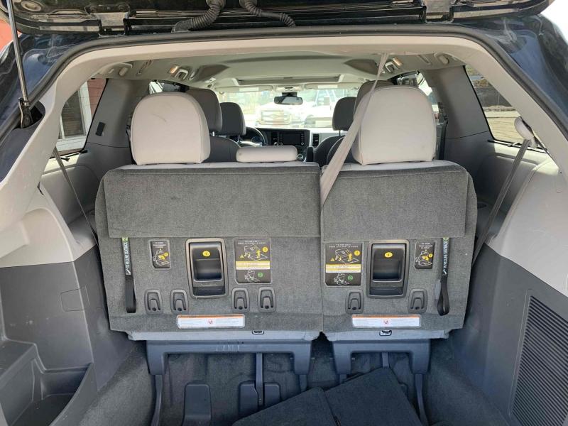 Toyota Sienna 2018 price $23,900