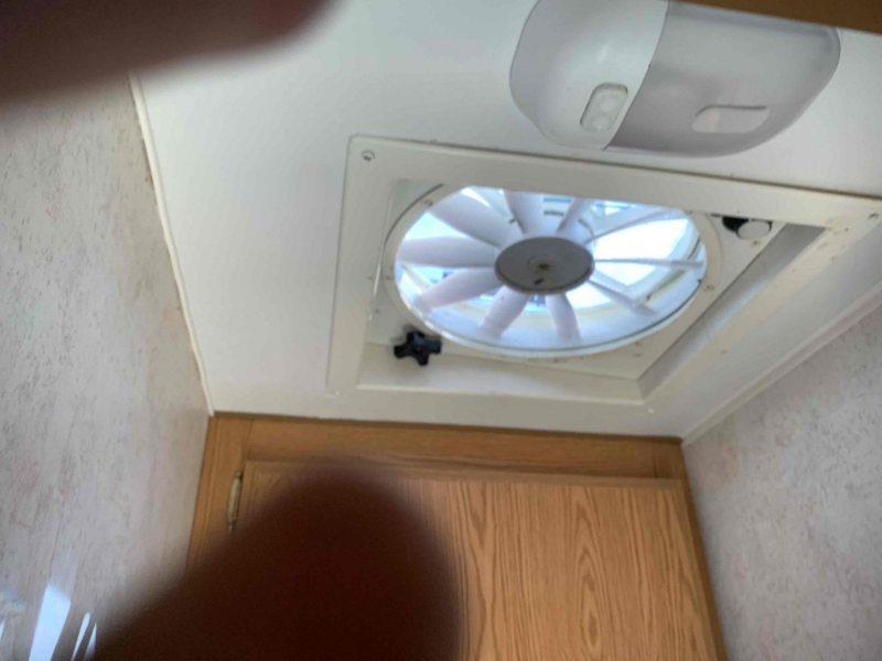 Travel Lite 800 Slide in Camper 2004 price $3,995