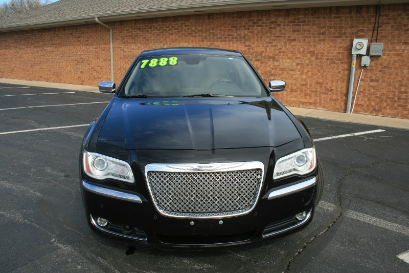 Chrysler 300-Series 2011 price $6,995 Cash
