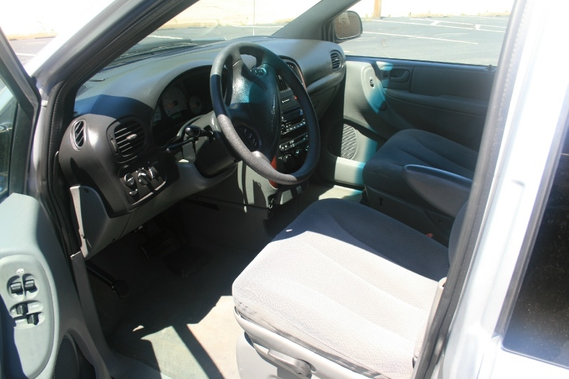 Chrysler Town & Country 2005 price $3,250 Cash