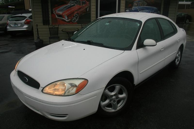 Ford Taurus 2004 price $2,995 Cash
