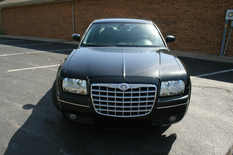 Chrysler 300-Series 2005 price $4,850 Cash