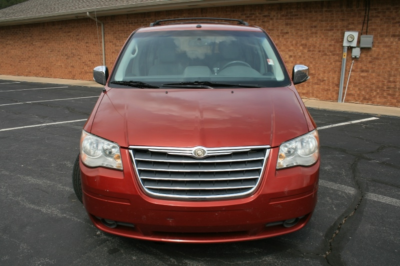 Chrysler Town & Country 2008 price $5,850 Cash