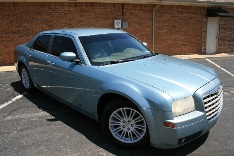 Chrysler 300-Series 2008 price $4,450 Cash