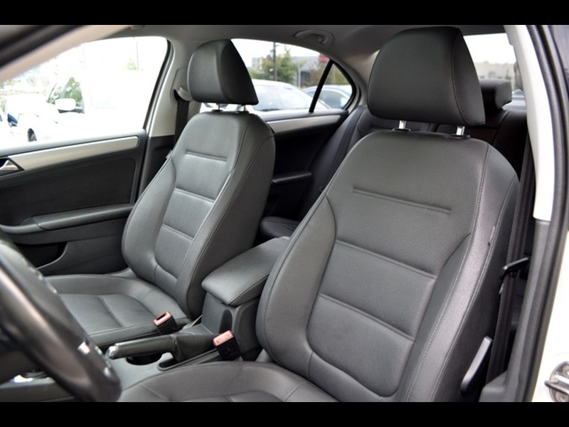 Volkswagen Jetta Sedan 2011 price $12,990