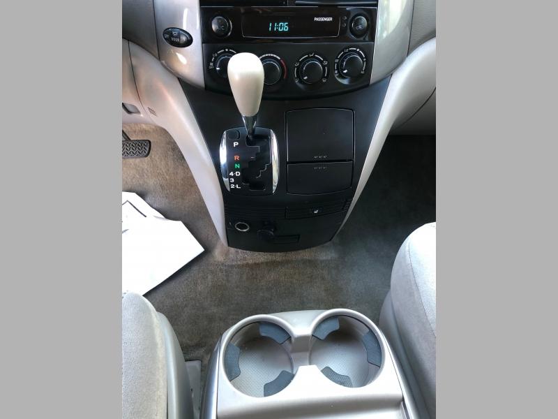 Toyota Sienna 2006 price $4,950
