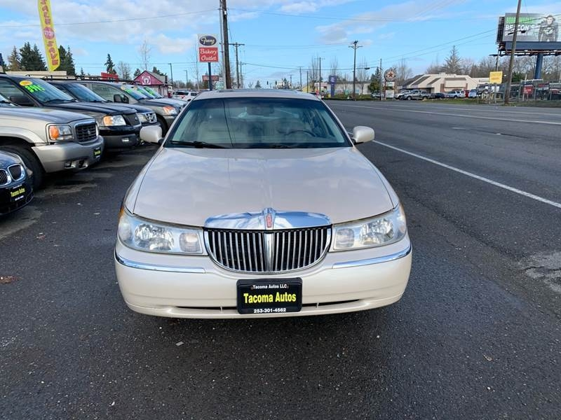 Lincoln Town Car 2000 price $3,490
