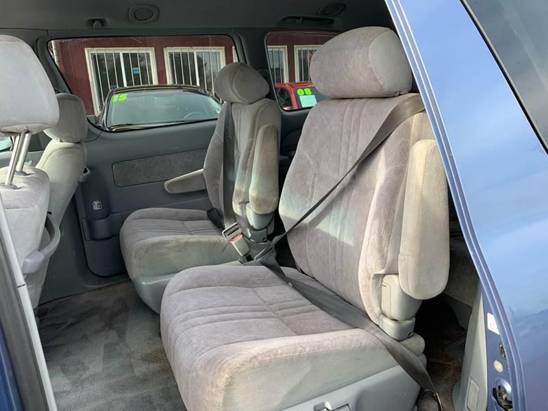 Toyota Sienna 1998 price $1,990