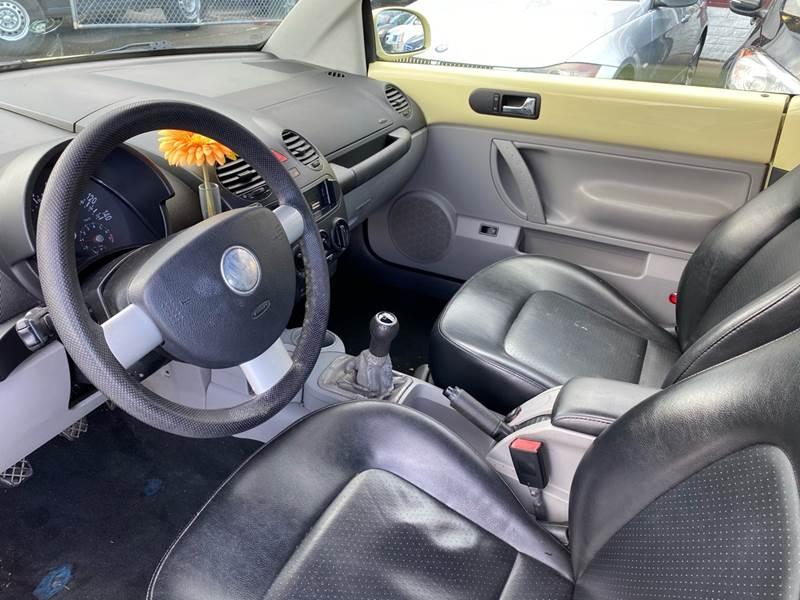 Volkswagen New Beetle Convertible 2004 price $2,990