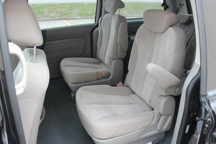 Kia Sedona 2010 price $3,990