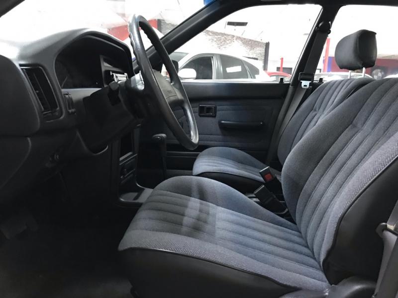 Toyota Corolla Deluxe 1989 price $3,700