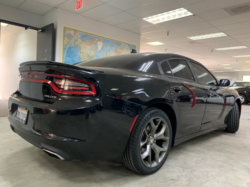 Dodge Charger SXT 2015 price $16,800