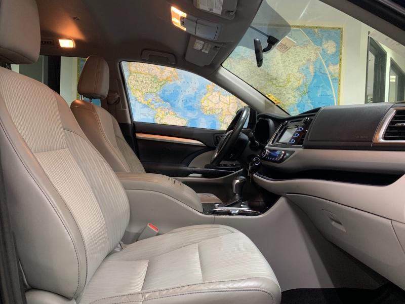 Toyota Highlander LE 2014 price $16,800